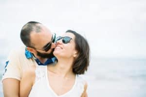 Photographe argentique couple mariage Normandie Paris - Séance couple Omaha Beach